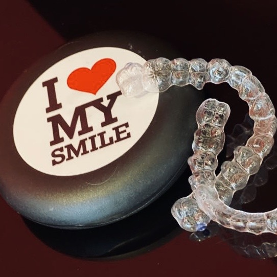 Die Invisalign Zahnschienen von ILoveMySmile.